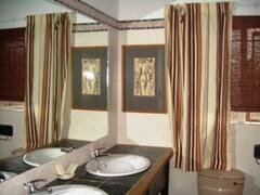 Property Photo: Gold dust day Gecko en-suite Bathroom