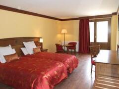 Property Photo: Parador Canaro Hotel bedroom