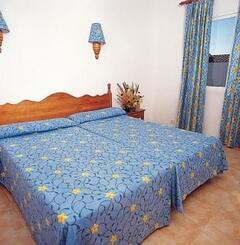 TRH Tirant Playa apartments bedroom