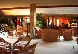 Auramar Beach Resort reception