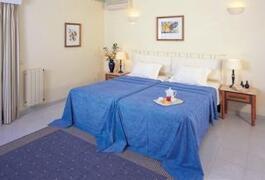 Property Photo: Villa Marazul Apartments bedroom