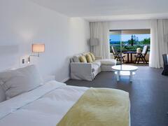 Vilalara Thalassa Resort bedroom