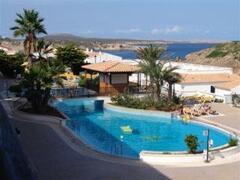 Isla Paraiso Aparthotel pool