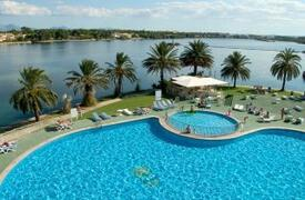 Bellevue Club Apartments pool