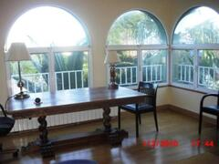 beautiful top floor for study, bedroom, soundproof and sunny both sides.