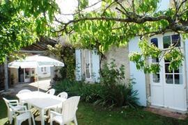 Property Photo: Pretty cottage garden