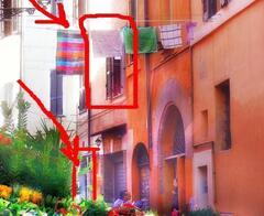 window and door on vicolo del cedro