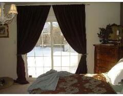 Master Bedroom with executive bathroom and French Doors who take out to the swimming pool!