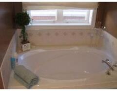 Executive bathroom with Tub
