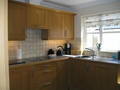 Fully equipped kitchen & breakfast table