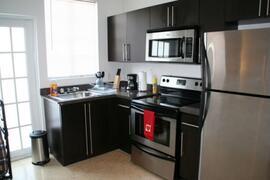 Full kitchn, modern spacious kitchen