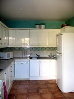 Kitchen, main view (fully equipped)