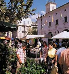Sunday's traditional market