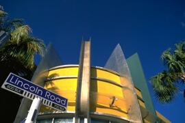 Only 2 blocks to Lincoln Road