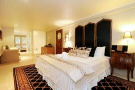 Master Suite with King Sized Bed