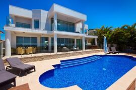 Spacious Prestige Luxury Waterfront Mansion