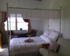 Southern Suite Accommodates up to 4 people.