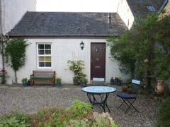 Property Photo: Garden Flat front