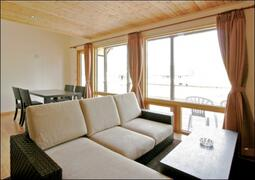 Modern Niseko cottage with all the comforts