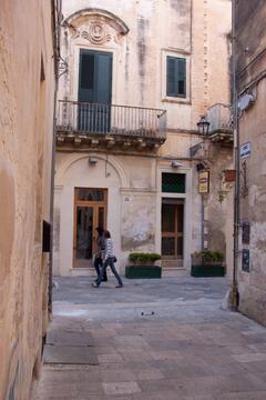 from the door, looking to via Palmieri