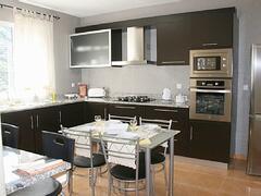 Moderm full kitchen