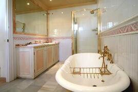 Master Bedroom En-Suite Luxury Bathroom