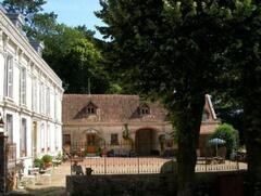 Property Photo: chateau courtyard