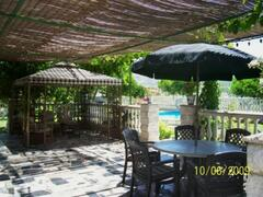 Shaded terraced area for alfresco living