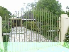 house with electronic gate