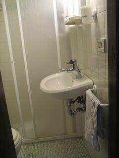 SINGLE BEDROOM BATH