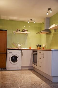 Full-fitted Kitchen with washing-machine