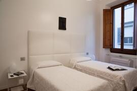 bedroom as twin beds