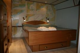 Property Photo: Cabin kingsize bed and en-suite bathroom airco, tv dvd