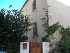 Property Photo: Entrée,façade sur jardin