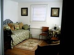 Sitting room w mini fridge, microwave & twin beds