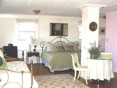 The Garden Suite will accommodate up to 6 guests
