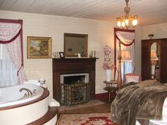 Magnolia room with King bed