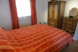 Fresh bed linen included in rental