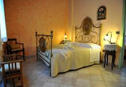 Gelso apart: the queen bedroom