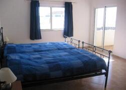 Very spacious twin bedroom