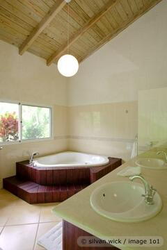 Property Photo: jacuzzi
